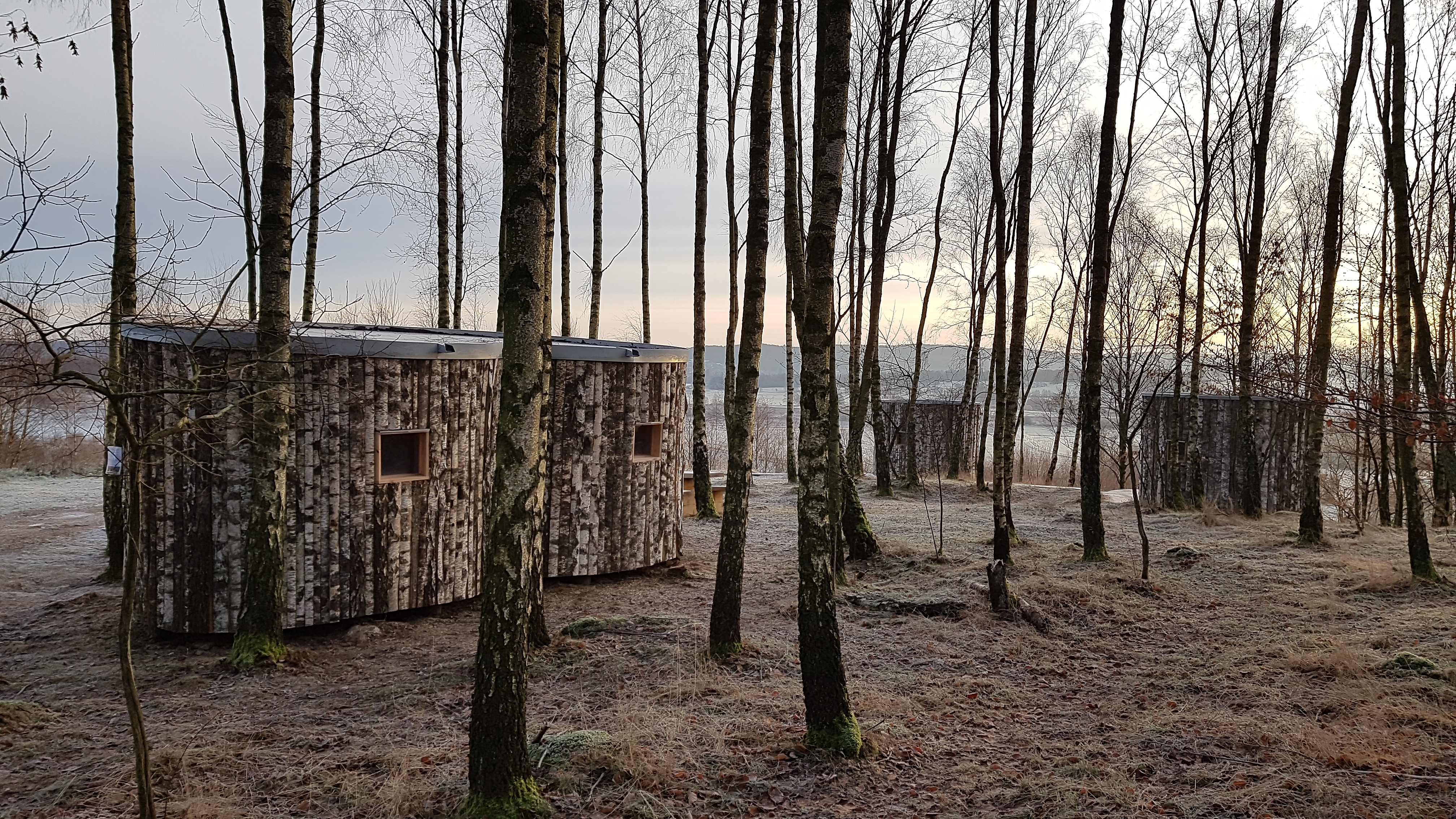 The three shelters are embedded in a soft birch grove with beautiful view of the Finjasjö lake.