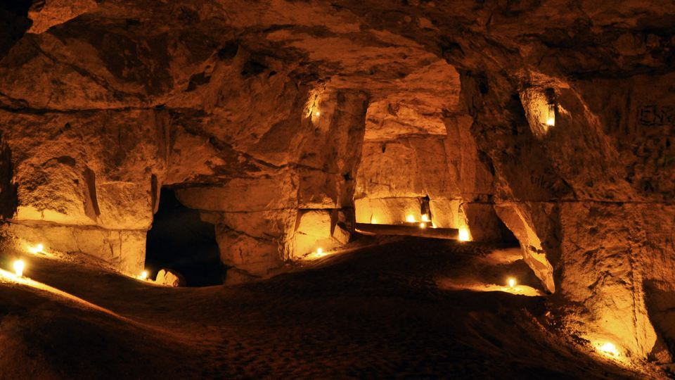 Some candles are lightning up the pillared halls in the cave and gives a warm but mystic feeling.